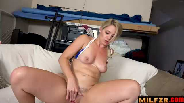 Lisey Sweet – Stepdaughter Needs A Ride