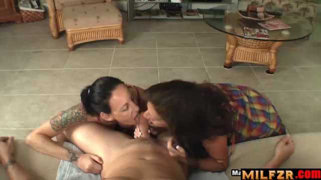 Mother Catches Daughter Giving Blowjob To Son