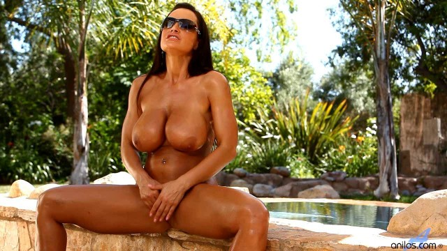 Milf Lisa ann Solo pussy fingering & playing with dildo video