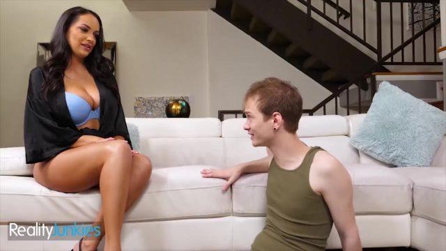Reality Junkies – Sexy Milf Sofi Ryan incest porn with step son