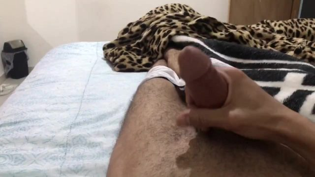 SEXY GUY SHOOTS MASSIVE CUMSHOT AFTER MASTURBATING SOLO IN BED! HD