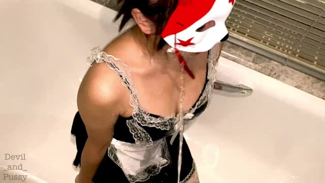 Pissing in my maid's mouth. Streamed to her body and cloth