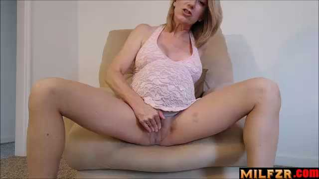 Your Pregnant Mommy Masturbates For You