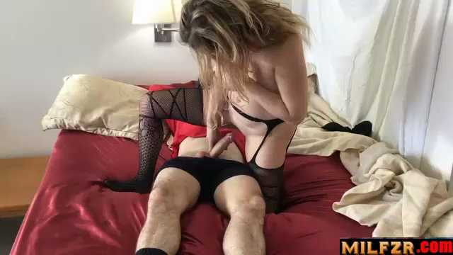 Mom Shares Bed With Horny Son And Gets Fucked