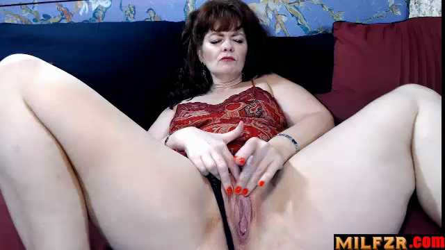 Cinnamonngirll – Mother So Hot And Horny For That Cock