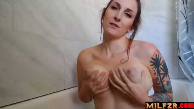 Kelly Payne – Bath Time With Mom