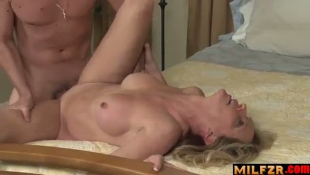 Mothers behaving very badly 02 Jodi West