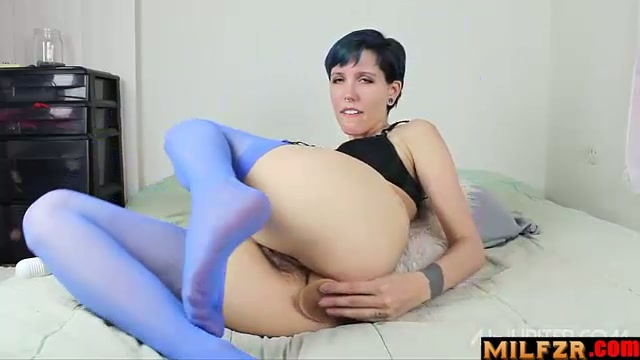Mother trains her ass for your thick cock